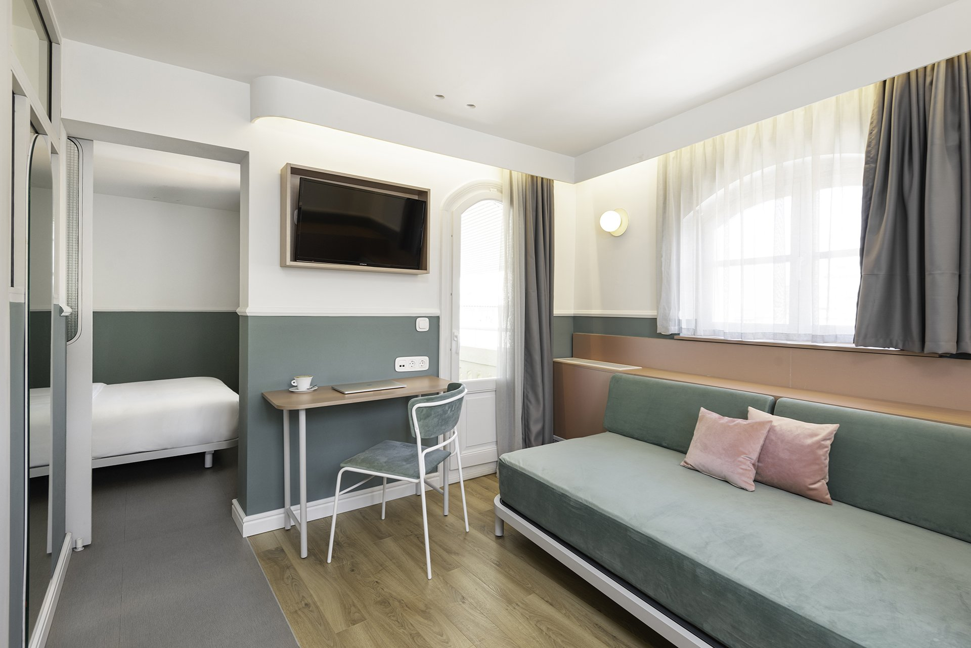 Copy of Colors Agiou Mina Thessaloniki Greece Deluxe Room with a Private Terrace and Jacuzzi 241 Boudoir